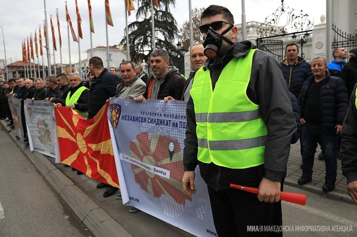 Сите на улица: Протестираат полицајците од редовната, шумската и затворската полиција