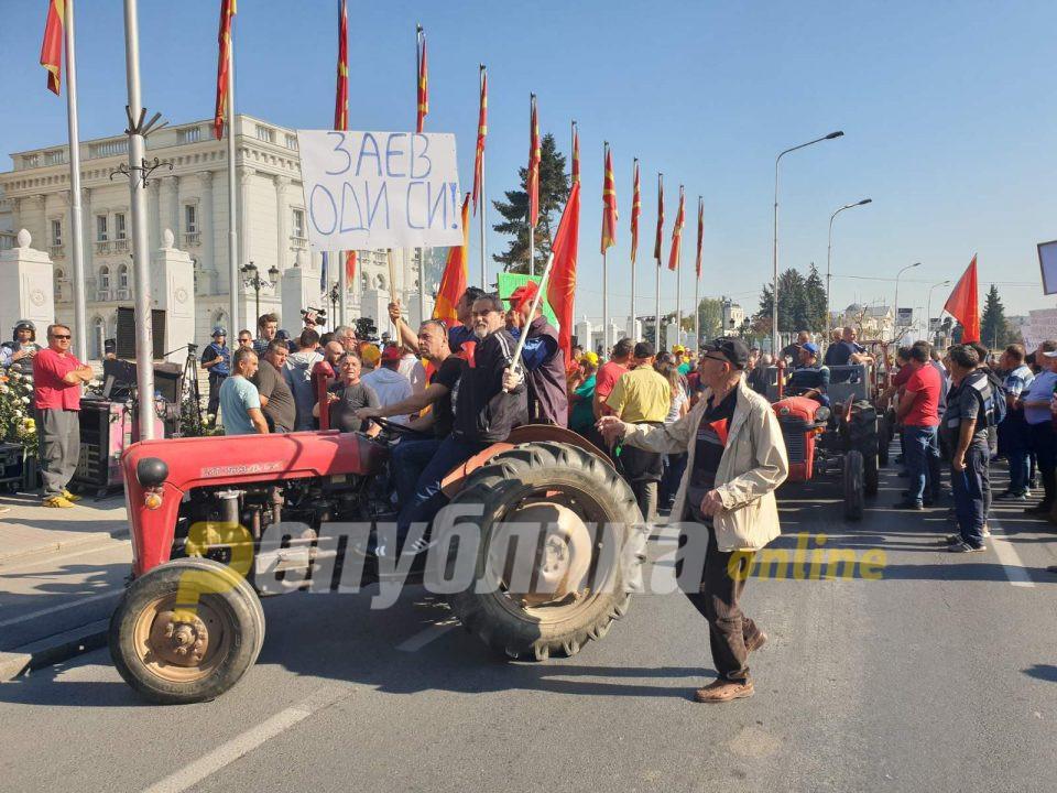 ВМРО-ДПМНЕ: Земјоделецот ги живее најтешките четири години од својот живот