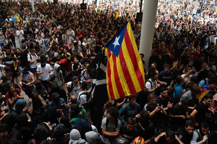 Десетици повредени во Барселона во протести поради пресудите за католонските лидери