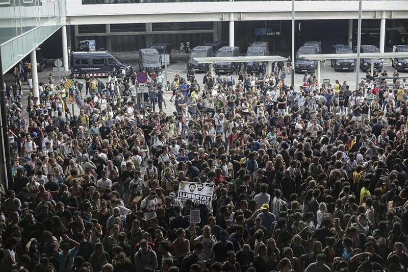 Откажани уште 45 летови на аеродромот во Барселона, протестите продолжуваат