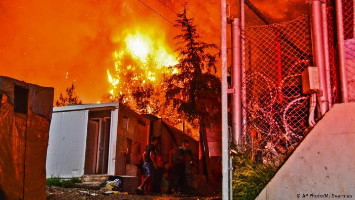 Пожар во бегалски камп на Самос, во него живеат повеќе од 4.000 мигранти