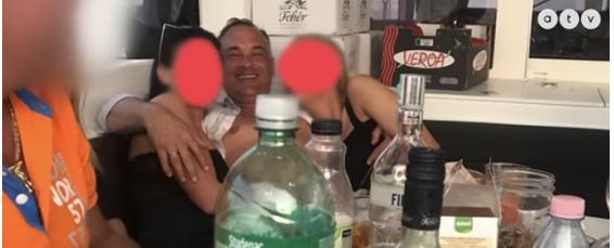 Градоначалник во секс скандал: Снимен среде оргии со проститутки