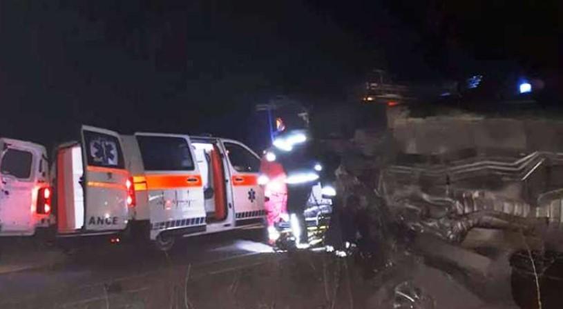 Доцна синоќа возило излета од пат, тешко повредена 17-годишна девојка