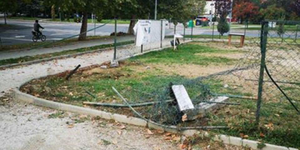 Со автомобил влетал и ја уништил оградата во парк за миленици