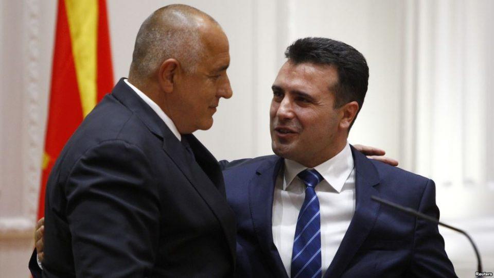Дарежливиот македонски премиер Заев богато го дарувал Борисов: Иловица, национална телевизија, мобилен оператор, банка и оптички кабел, а идентитетот гратис