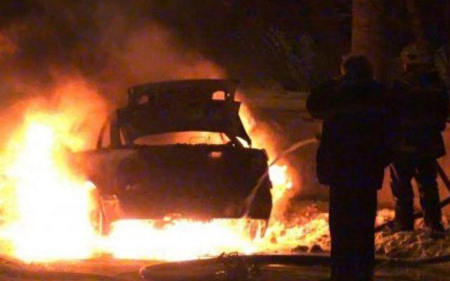 На девојка ѝ се запалил автомобилот во движење, со повреди од пожарот итно пренесена на Клиника