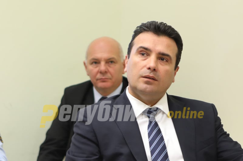 """""""Јас без јавност не влегувам!"""": Заев со обезбедување во суд, Божиновски без новинари не влегува во судница"""