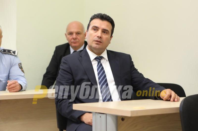 И Заев претера: Пред медиуми борец за правда, на маса и судија и обвинител