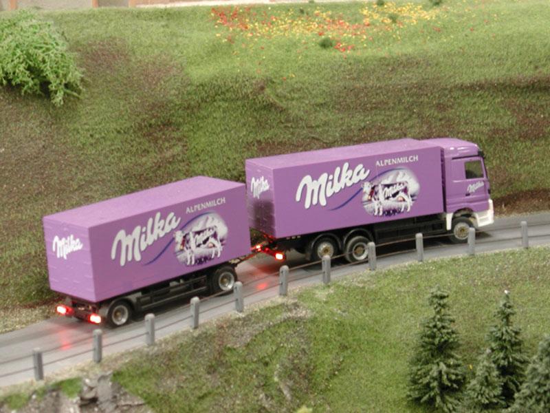 """Со лажни документи товарил 20 тони чоколадо од фабриката """"Милка"""" во Австрија, сеуште се трга по возачот, камионот и чоколадите"""