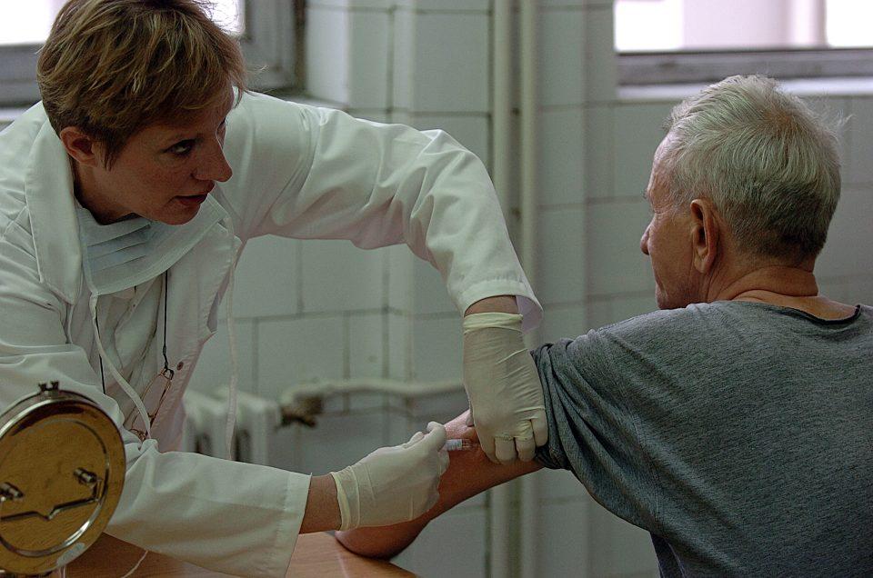 Бесплатната вакцинација против сезонски грип за лица над 65 години почнува од утре