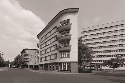 """Во МСУ се отвора изложбата """"Бау1хаус"""" на берлинскиот фотограф Жан Молитор"""