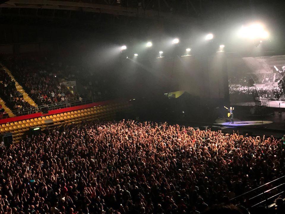 Брајан Адамс настапи без фан пит влезници: Парите не треба да се пресудни за место пред бината