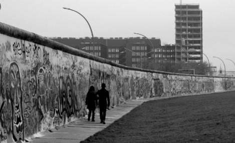 Три децении по рушењето: Берлинскиот ѕид создаде нови бариери во Европа