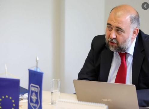 """Во НАТО ќе нѐ претставува амбасадор за кого 450.000 Македонци се """"најголемото зло"""""""