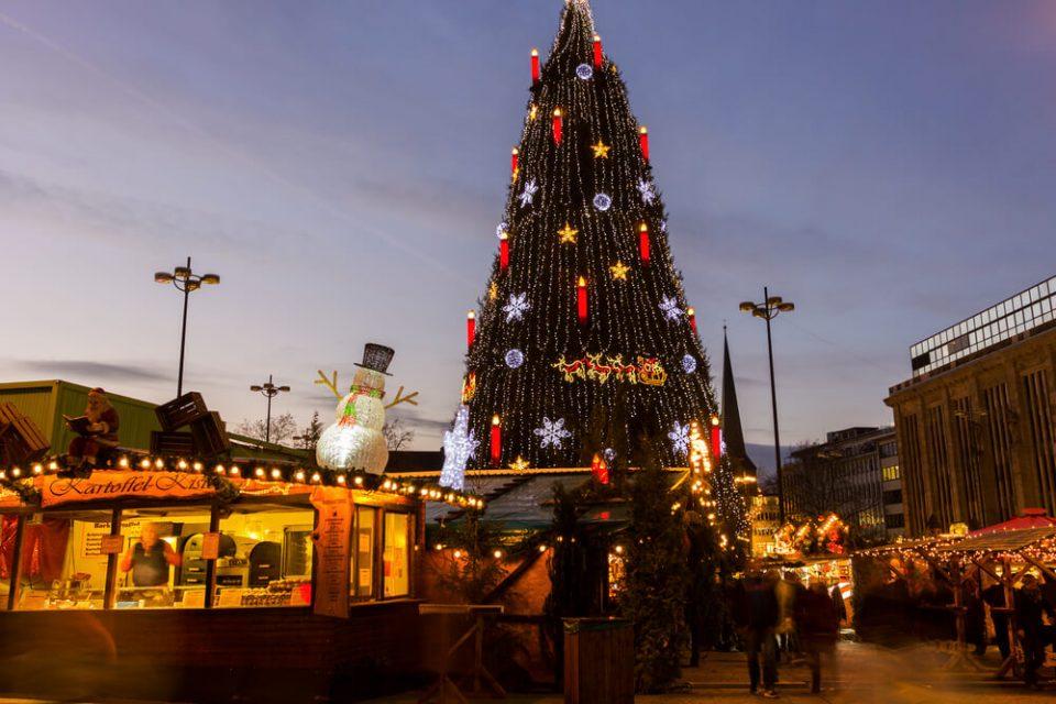 Дортмунд: Поставена најголемата елка на светот