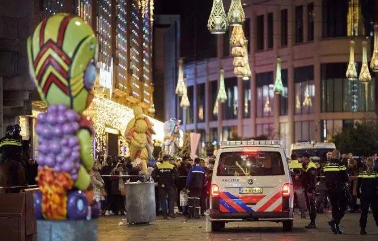 На познатото шеталиште: Неколку лица повредени во Хаг во напад со нож