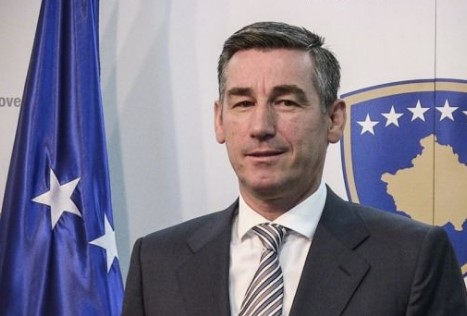 Претседателот на Парламентот на Косово во униформа на УЧК