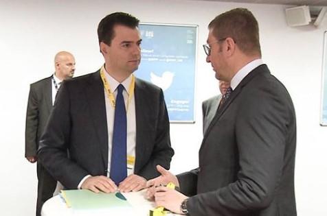 Мицкоски се сретна со лидерот на албанската опозиција Баша
