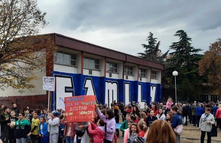 """Не сакаат градилиште во школскиот двор: Родителите од училиштето """"Блаже Конески"""" се заблагодарија на поддршката"""