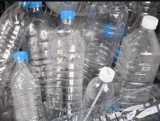 Министерот за животна средина бара од Владата да престане да употребува пластична амбалажа