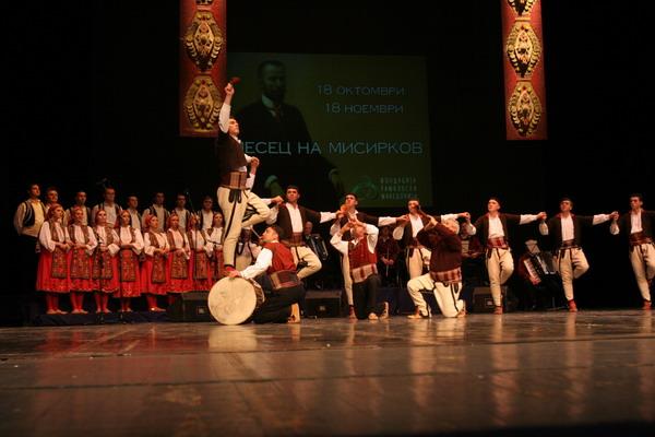 """Мартин Вучиќ, директор на """"Танец"""": Поединци од македонската дијаспора во Австралија водат негативна кампања против ансамблот кој гостува во Мелбурн, Камбера и Сиднеј"""