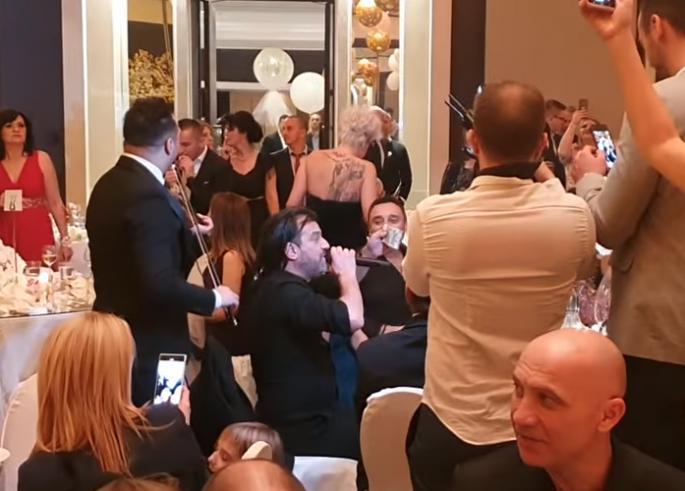 Овој момент од свадбата сите го пропуштија: Аца Лукас доби бакшиш, но кога ја виде банкнотата…