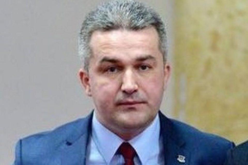 Босански политичар објавувал безобразни фотографии на сајт за возрасни