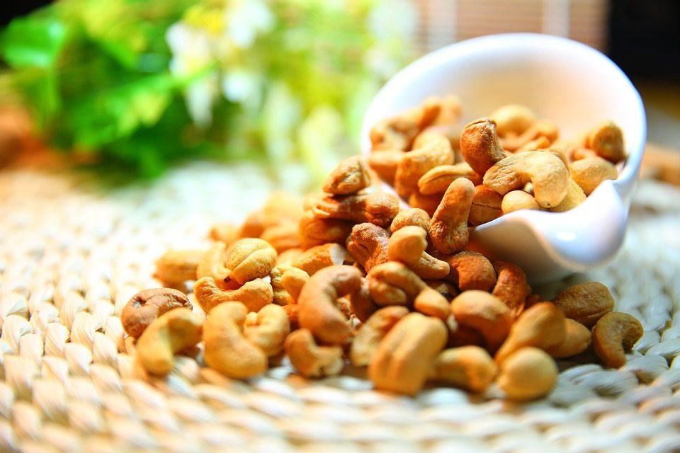 Во СЈО дневно се мезеле 9 кг лешници, бадеми и фстаци или 36 кг кикирики