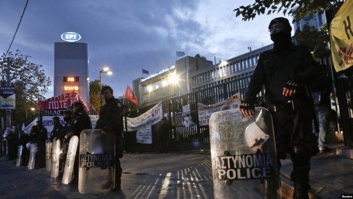 Уапсени најмалку шест лица во акција на грчката полиција во атинската населба Ексархија