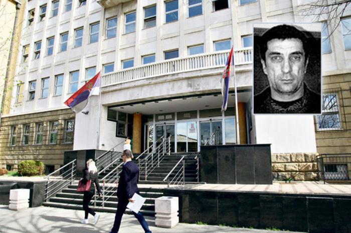 Драма во суд во Белград: Обвинет си го пресекол вратот на говорница пред сите присутни во судницата