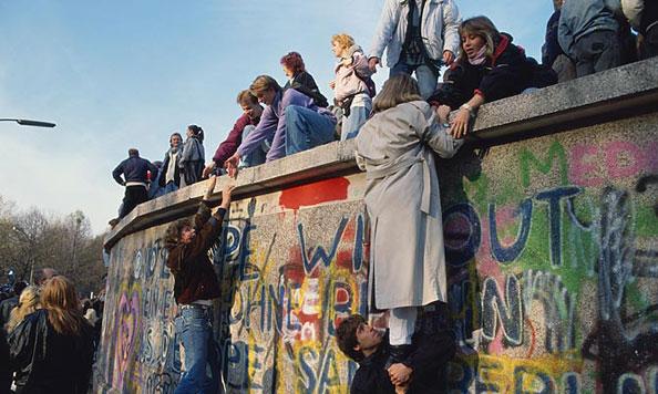 30 години од паѓањето на Берлинскиот ѕид: Исчезнува јазот помеѓу некогашните Западна и Источна Германија