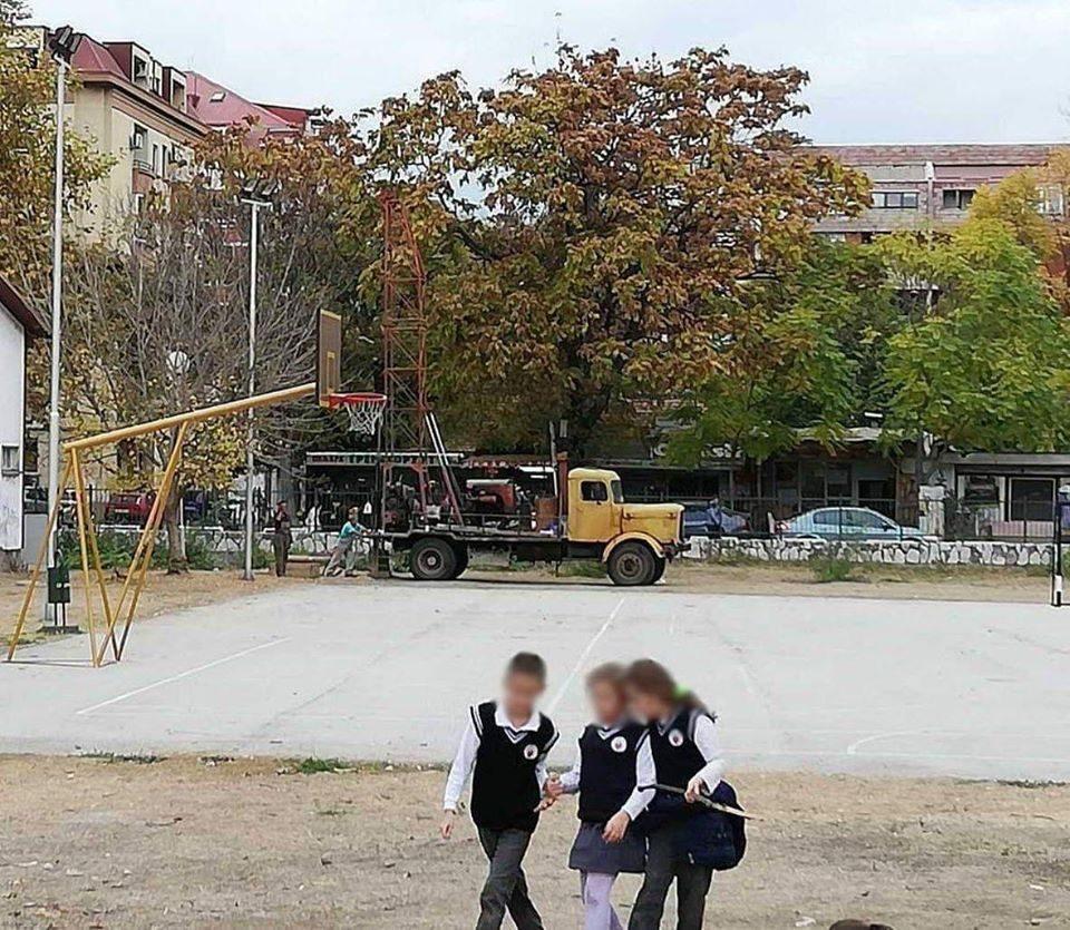 """Да го спасиме дворот на Училиштето """"Блаже Конески!"""
