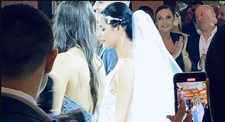 Богдана ја облече втората венчаница, а младенците го изиграа првиот танц на оваа песна