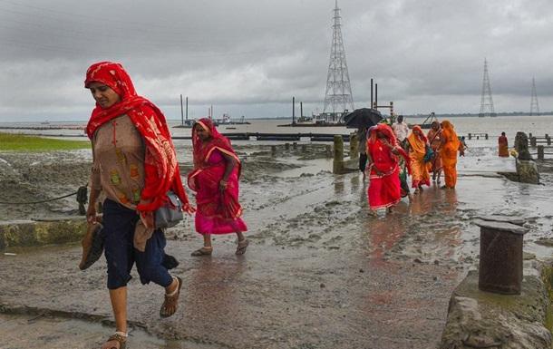 Најмалку 22 лица загинаа во циклон во Индија и Бангладеш