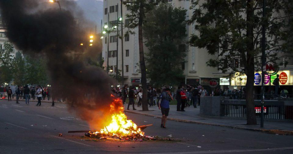 Продолжуваат протестите и штрајковите во Чиле