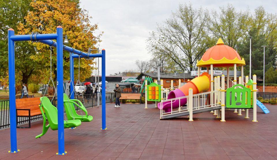 Дванаесетгодишно дете е на КАРИЛ, се повредило на игралиште