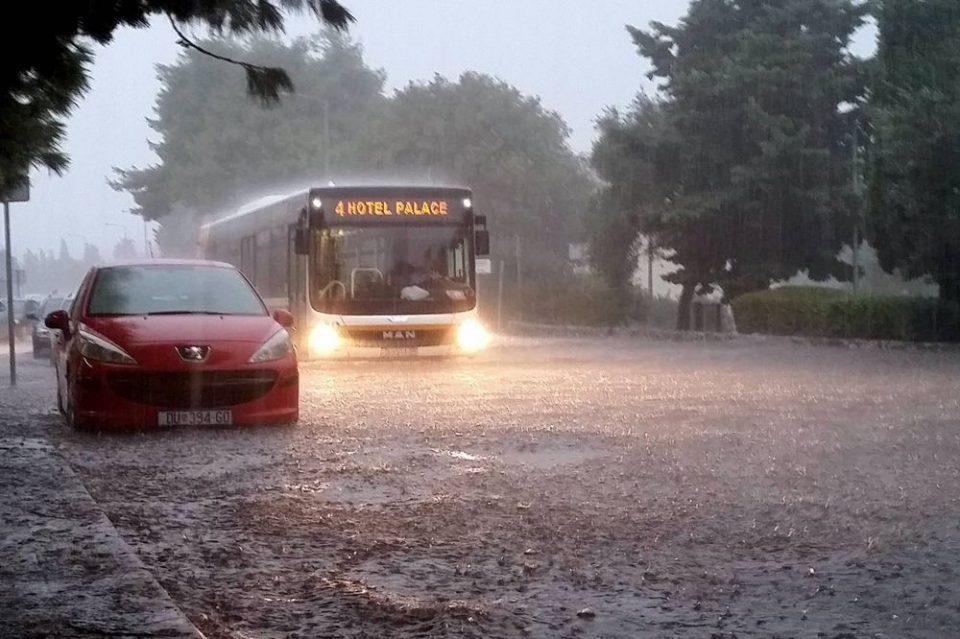 Црвен метеоаларм во Дубровник: Службите се подготвени за голема временска непогода