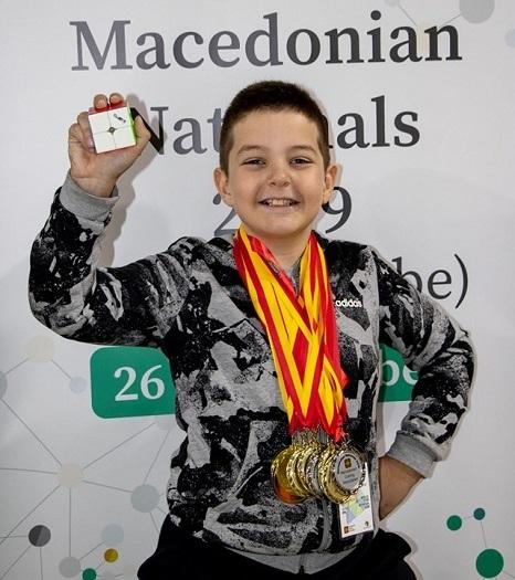 Ѓорѓи Чешмеџиски освои 13 медали на национално првенство во Рубикова коцка