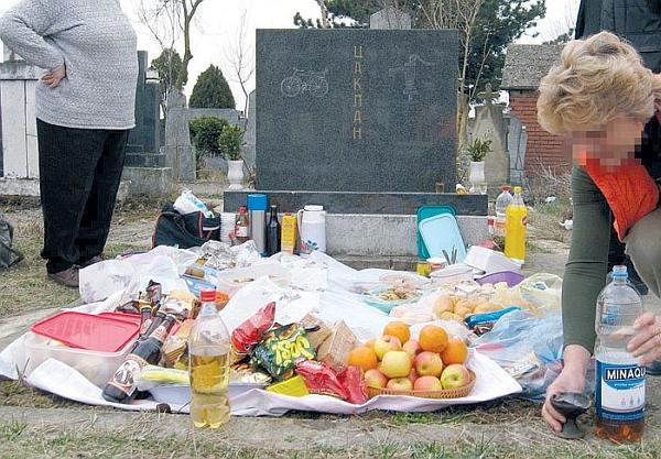 Отец Горан од МПЦ: Тоа што порано се раздавало на гробишта имало причина – денес нема