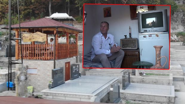Си направил гробница на два ката, со два кревета, телевизор и фрижидер