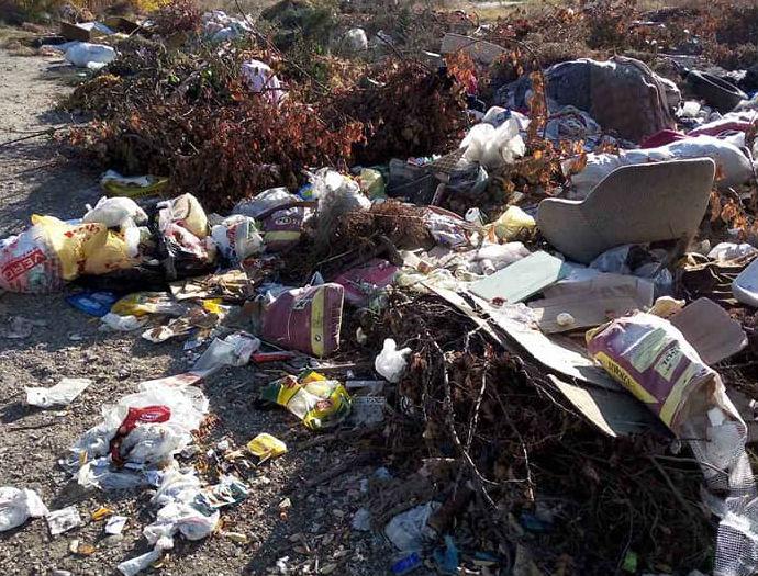 Пак купишта ѓубре кај амбулантата во Лисиче, граѓаните реагираат