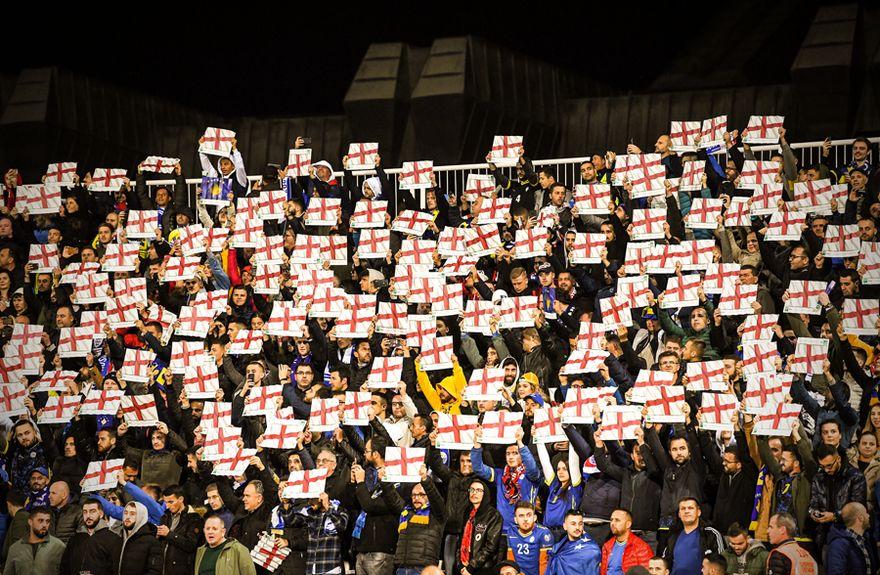 Величествен пречек на Англија на стадионот во Приштина