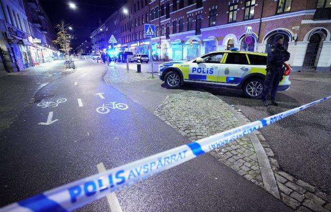 Tинејџер убиен пред пицерија во Малме, истовремено екплодирала и бомба