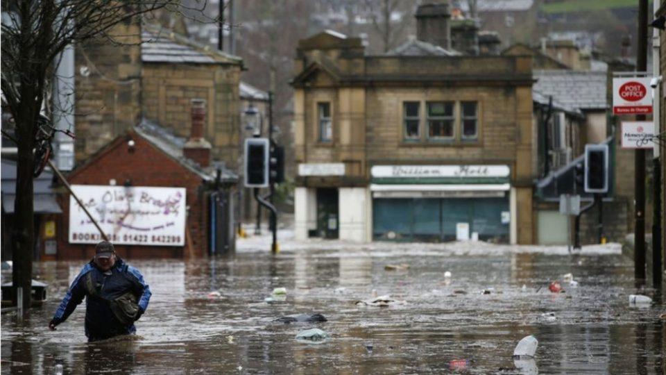 Големо невреме и поплави во Англија, има и жртви