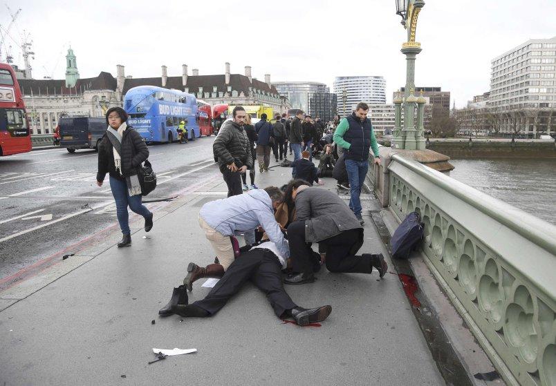 Двајца загинати во нападот во Лондон, напаѓачот убиен