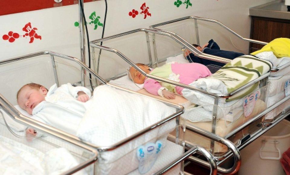 Среќната Мара доби четири внучиња за само два часа: Три сестри се породиле во еден ден