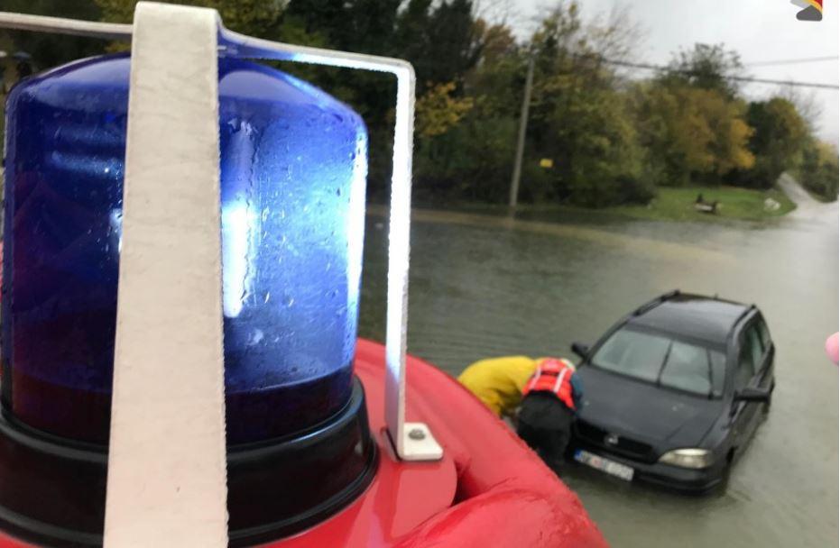 Потоп во Црна Гора, надојдени води носат сѐ пред себе!