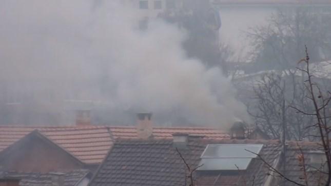Во куќа со високи ѕидови во Сарај се согорува токсичен отпад?