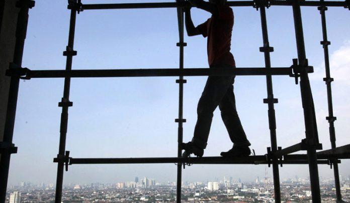 Градежен работник паднал од трети кат и се повредил, газдата глумел дека не го познава