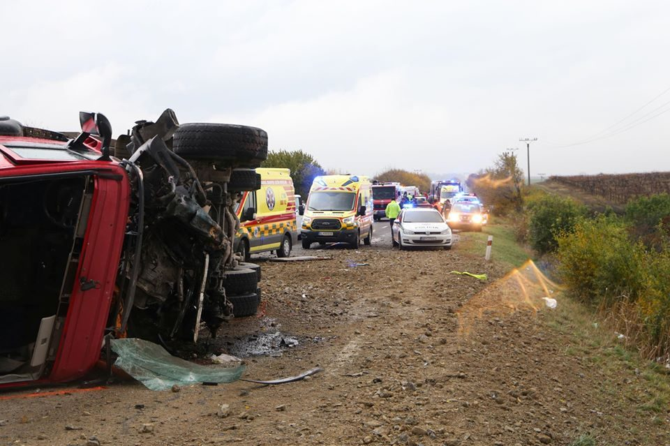 Четири од нив се деца: Во судир на автобус и камион загинаа 12 лица во Словачка